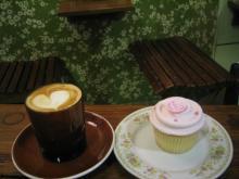 ハートコーヒーとカップケーキ