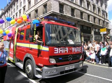 ゲイ&レズビアンの祭典PRIDE ロンドン2008制服編