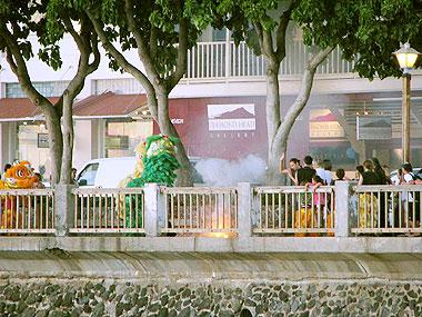 山下マヌーの マヌー式地球の遊び方-春節のお祭がハワイで