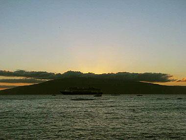 山下マヌーの マヌー式地球の遊び方-ハワイの夕陽