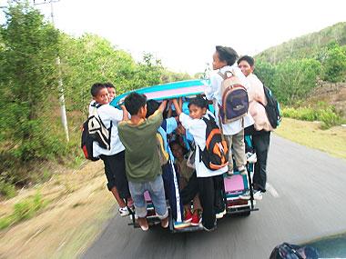 山下マヌーの マヌー式地球の遊び方-ロンボク島の乗合バス