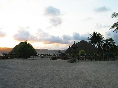 山下マヌーの マヌー式地球の遊び方-ロンボクの海
