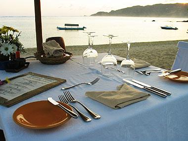 山下マヌーの マヌー式地球の遊び方-オンザビーチのレストラン