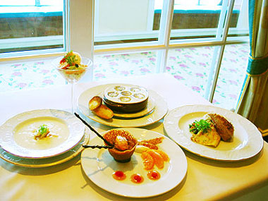 山下マヌーの マヌー式地球の遊び方-船内レストラン
