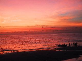 山下マヌーの マヌー式地球の遊び方-ジンバランの夕日