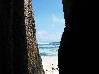 山下マヌーの マヌー式地球の遊び方-奇岩がごろんごろん